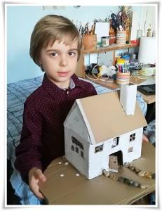 Къщичка в процес на работа, Камен Иванов