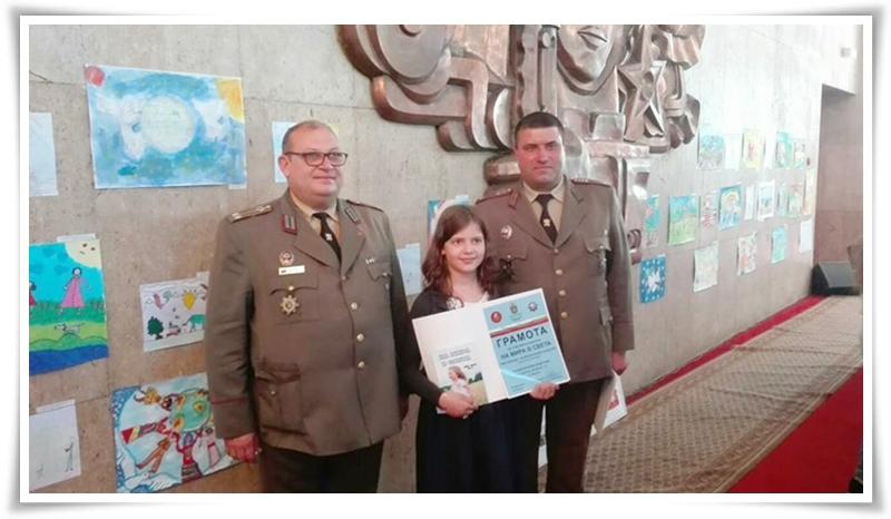Наградите и поздравленията бяха поднесени от висши офицери на Българската армия