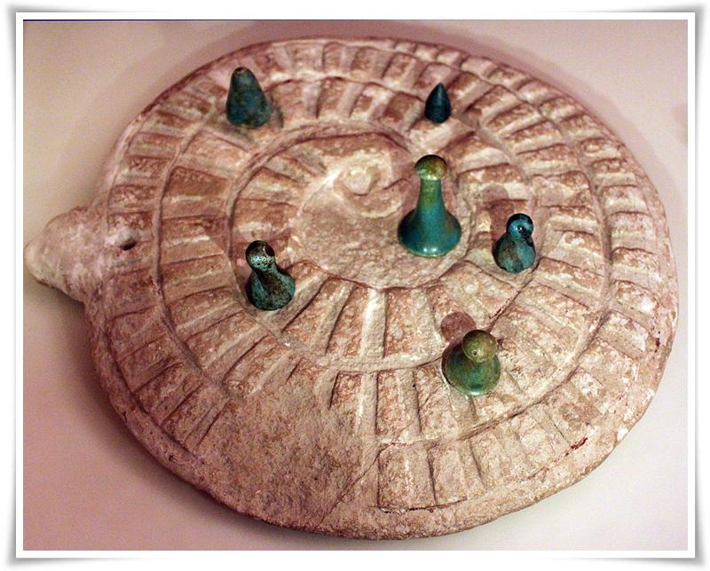 Играта на змията от ранния династичен период; 3000 г. пр.н.е.